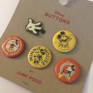 Mickey Mouse by Junk Food 4 Buttons, 1 Enamel Pin